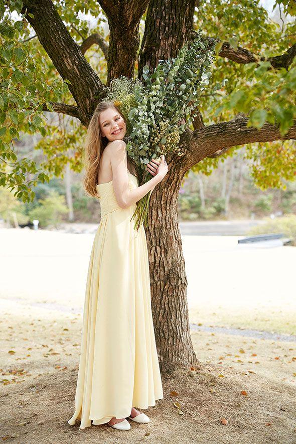 カラードレスNo. DBC-089 –柔らかなペールトーンのイエロードレス。ガーデンウェディングや二次会ドレスとしてもナチュラルなスウィートさがちょうどいい1着。