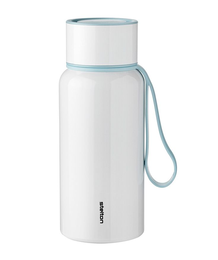 Practical To Go water bottle for when you are on the move. The bottle holds 0.75 L and is made of aluminium, to minimise the weight of the bottle. | huntingforgeorge.com