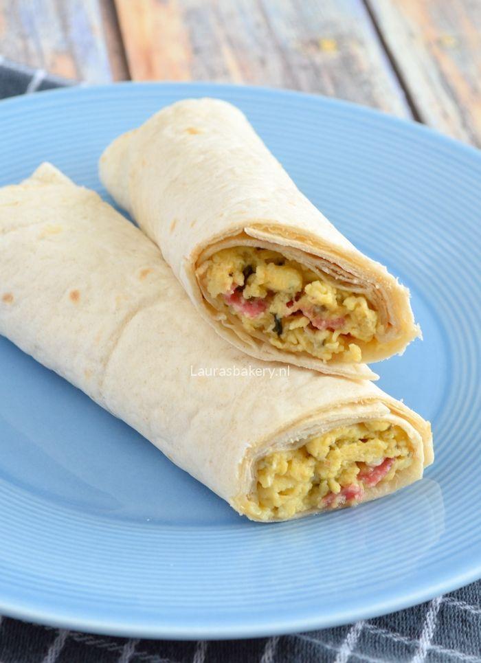 Lunchwrap met roerei. Salami vervangen door kippewit en  tomaatjes toevoegen