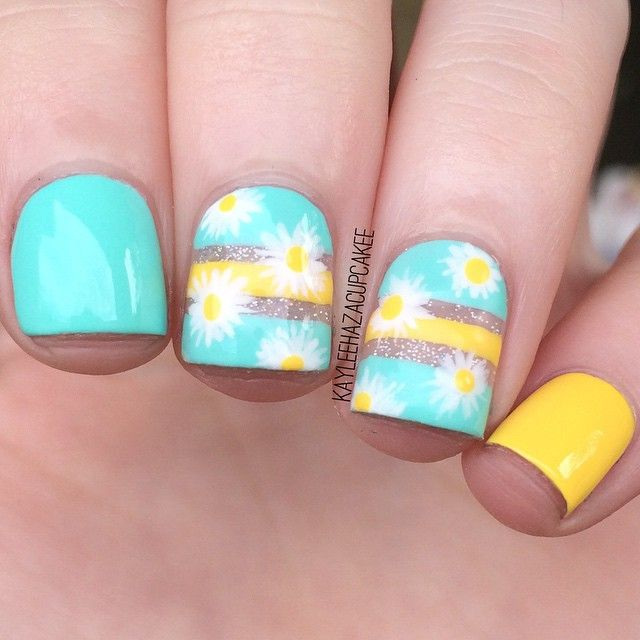 cute little daisies! these were inspire by @reynasnailart because I love reyna and all of her unique designs