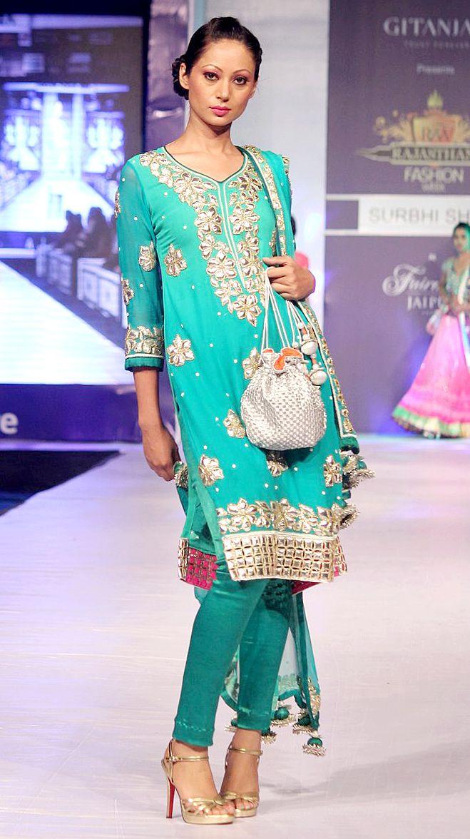 Anjani Sukhani showcases Surbhi Shah's Collection at RFW 2013