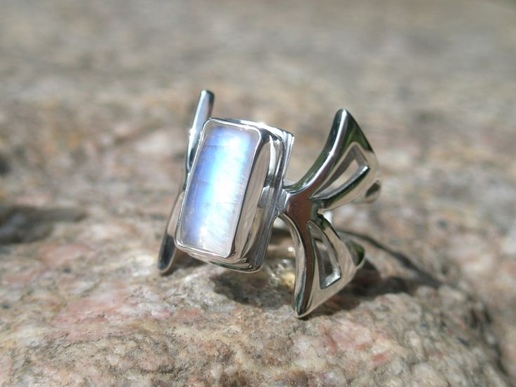 """Butterfly"", ring Ag 950/1000, moonstone"