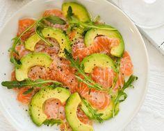 salmone affumicato con avocado in salsa di lime