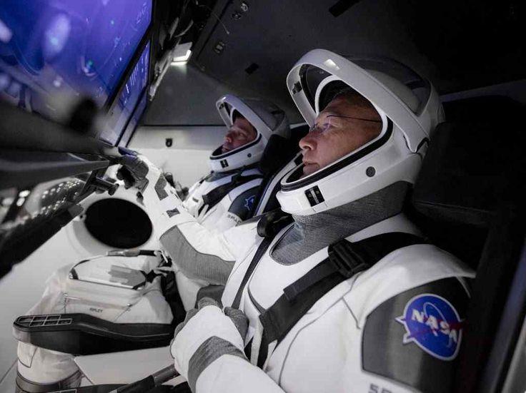 SpaceX lanzó un simulador online que te permitirá ponerte al mando del Crew Dragon, la nave que fue enviada a la Estación Espacial. Spacex Rocket, Nasa Spacex, Spacex Launch, Hurley, Centre Spatial, Falcon 9 Launch, Spacex Falcon 9, Falcon 9 Rocket, Space Shuttle Missions