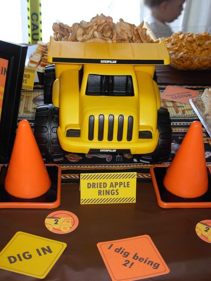 serve snacks in dump trucks