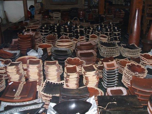 Lombok Pottery handcraft in Banyumulek Village.