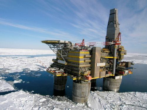 Новое крупное месторождение нефти обнаружено на Аляске http://www.newc.info/news/21897/  Wall Street Journal сообщает, что на Аляске обнаружены крупные запасы нефти