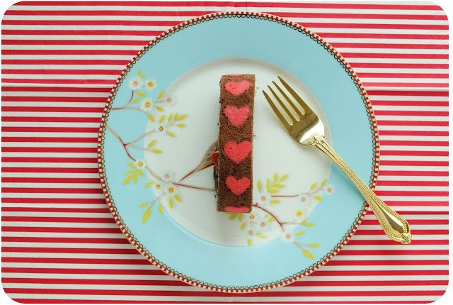 Heart patterned jelly roll http://www.delightdulce.com/2013/03/heart-patterned-cake-roll.html