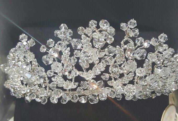 Çok sayıda kristallerden oluşan, gösterişli Gelin Tacımız  #gelin #gelinaksesuari #gelinaksesuarı #gelinlik #gelintaci #gelintacı #tac #bridalcrown #brideaccesories #bridal #wedding #dugun #düğün #wedding #bride #