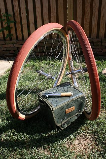 Ostrich front bag. Portland Design Works mini pump. Grand Bois tires.