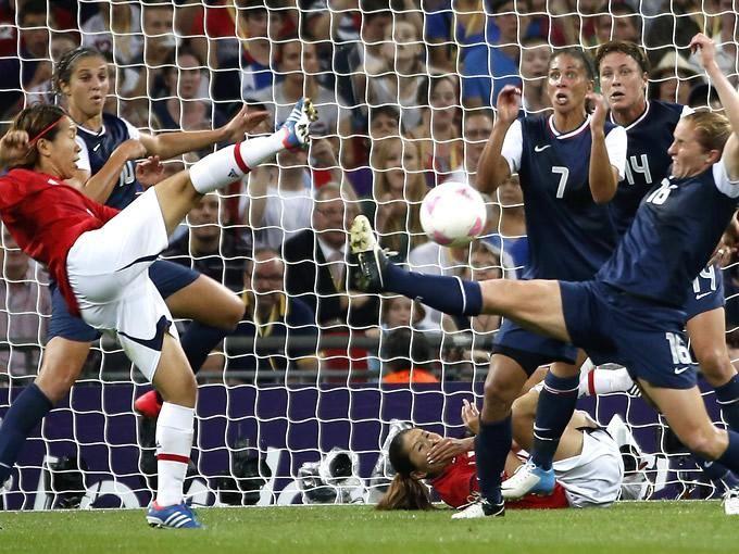 Después del paso rotundo que tuvo la selección femenil de Estados Unidos en los Juegos Olímpicos, se le cuestionó al productor de la franquicia de FIFA, David Rutter, si en algún momento se añadirán ligas de futbol femenil a este videojuego.