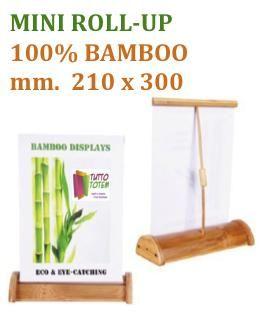 MINI ROLL-UP 100% BAMBOO mm 210 x 300. Scocca, asta e supporti fatti con questo legno resistente e leggero, telo banner stampato in digitale alta definizione, borsa per il trasporto compresa.