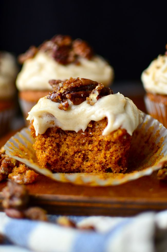 Yammie's Glutenfreedom: Gluten Free Pumpkin Cupcakes with Browned Butter Cream Cheese Frosting and Sugared Pecans