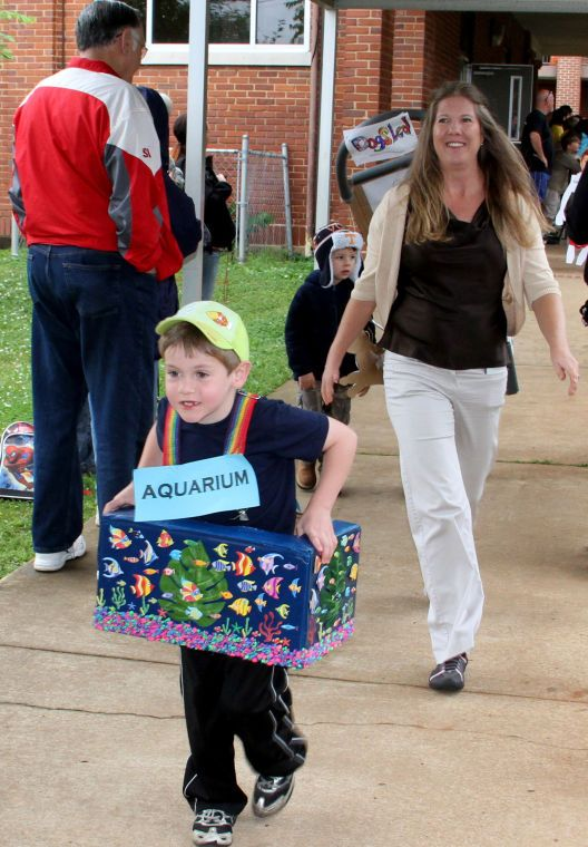 Vocabulary Parade at Kitty Stone Elementary School - Gallery - Mobile