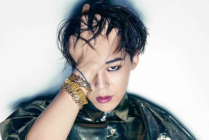 Big Bang: G-Dragon. I have to admit...I GASPED when I saw my oppa with this sexy look! [K-pop]