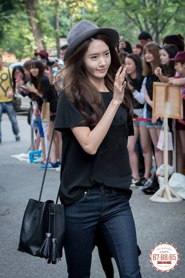 Black Plain Tee with Hat Fashion of Snsd Yoona