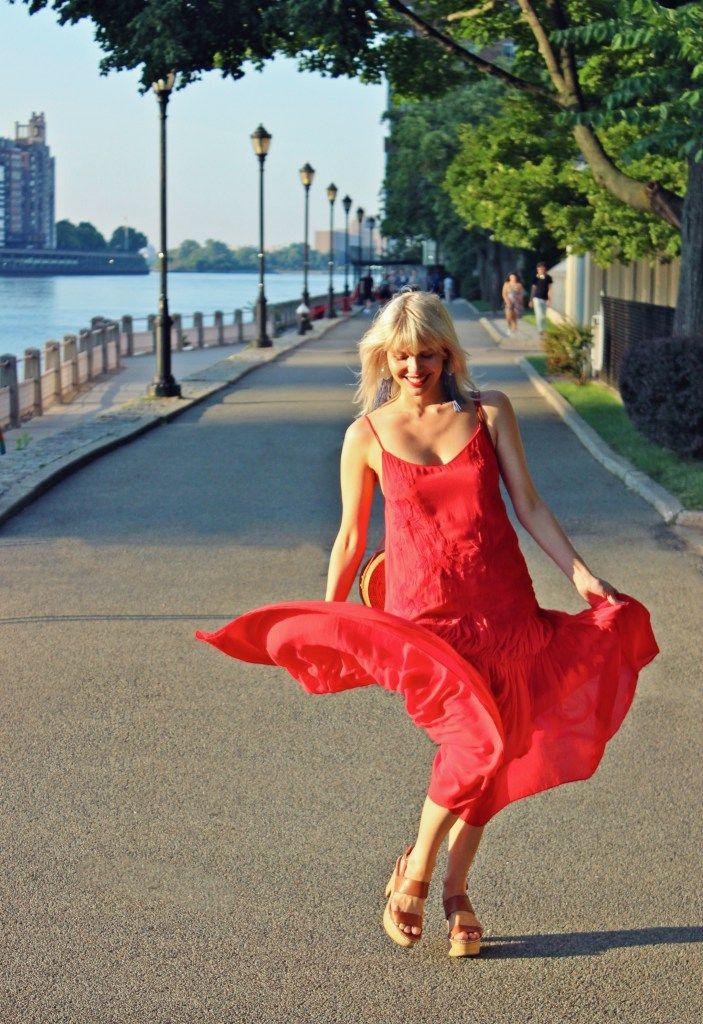 red dress, flowy dress, zara, red maxi dress, maxi dress, summer dress, summer style, summer fashion, boho style, boho fashion, round rattan bag, rattan bag, street style, style blogger, fashion blogger, boho