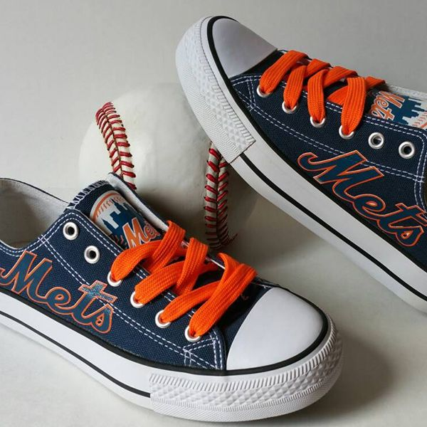 New York Mets Converse Style Sneakers - http://cutesportsfan.com/new-york-mets-designed-sneakers/