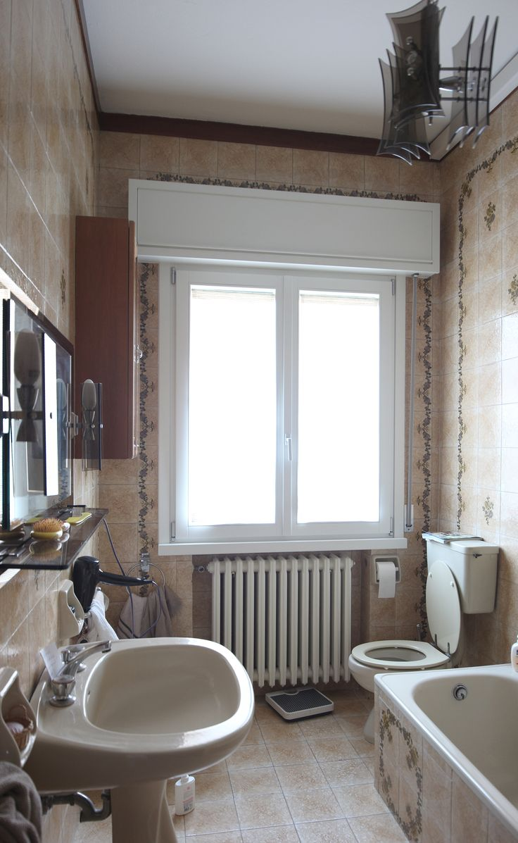 as it was: a bathroom from the '70