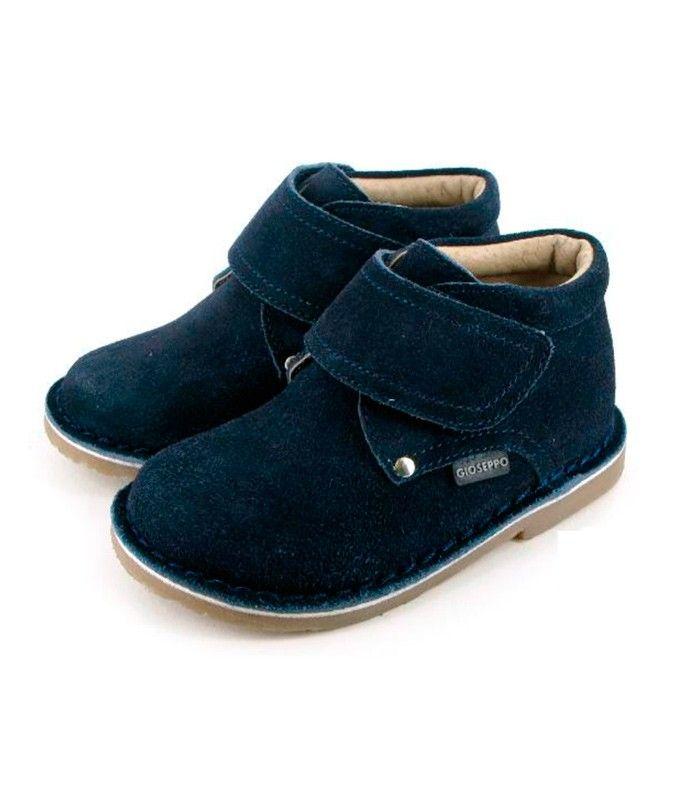 А Вы бы отказались от таких?:-) Стильные ботиночки для мальчиков синего цвета. Материал: замша Производитель: GIOSEPPO Страна: Испания Артикул: 15489 Nidia Верх-замша. Внутри-кожа. Подошва-полиуретан. Размеры: 26,27,30 Цена: 475 грн. http://gerebenok.com.ua/