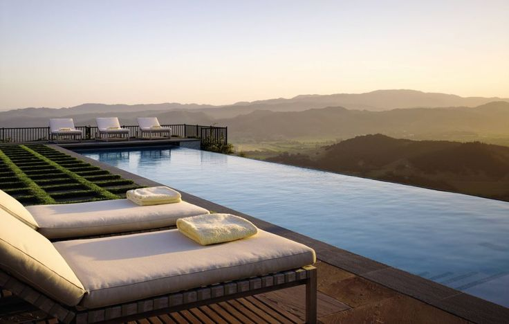 An infinity edge pool in Napa Valley | archdigest.com