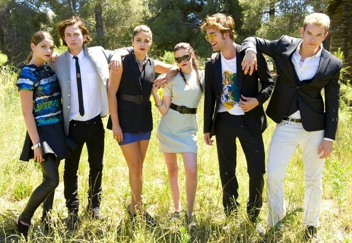 Ashley Greene, Jackson Rathbone, Nikki Reed, Kristen Stewart, Robert Pattinson, Kellan Lutz.   Alice Cullen, Jasper Hale, Rosalie Hale, Bella Swan (Cullen), Edward Cullen, Emmett Cullen.