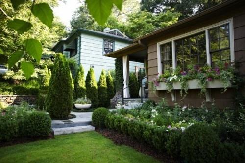 window planter: Idea, Front Porches Design, Landscape Design, Window Flowers Boxes, Front Landscape, Boxes Design, Traditional Landscape, Gardens Design, Window Boxes