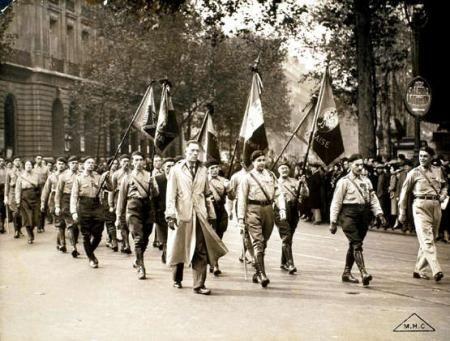 6 février 1934 : Manifestation sanglante à Paris ou l'extrême droite tente de renverser la  république.