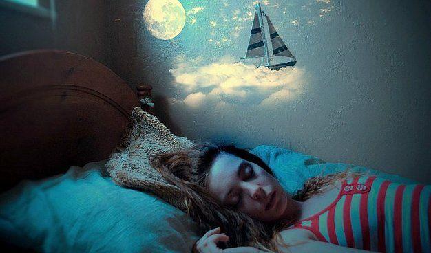 Todos alguna vez hemos experimentado cómo nuestro sueño cambia cuando no dormimos en nuestra cama. Cuando vamos de vacaciones nos cuesta trabajo caer en lo