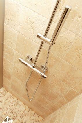 Entretien travertin salle de bain, vente et conseils d'hydrofuge effet perlant | Blog conseils de Cera Roc