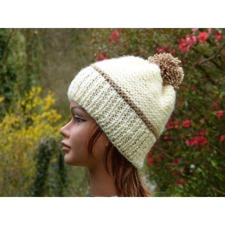 023aa3cae9d Bonnet femme ou adolescente tricoté-main en laine de couleur blanc cassé    beige.