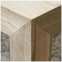 Originální detail napojení nohy stolu