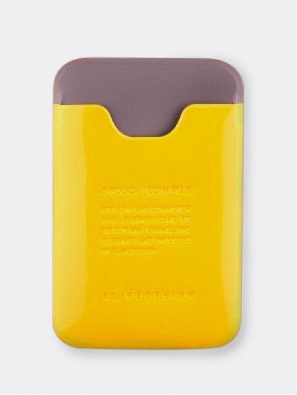 Mini portemonnee Alife Geel. Kleine etui met een vak voor kleingeld, afgesloten met een rits en achterzijde voor bijvoorbeeld ID-kaart, creditcard, visitekaartjes etc. Afmetingen: 75 x 100 mm.