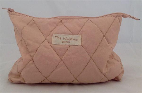 www.mellowway.dk  Makeup taske quiltet pudder rosa, fra den danske designer Tina Wodstrup