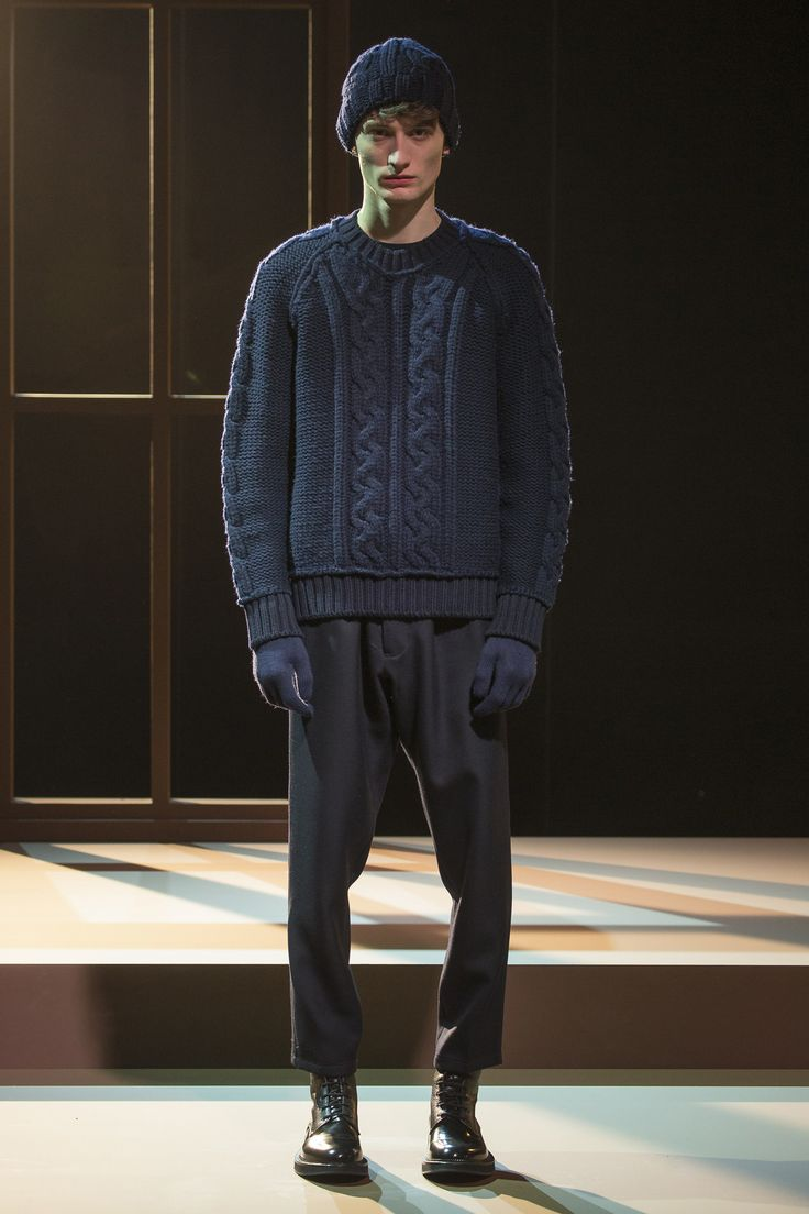 See the complete Cerruti 1881 Fall 2016 Menswear collection.