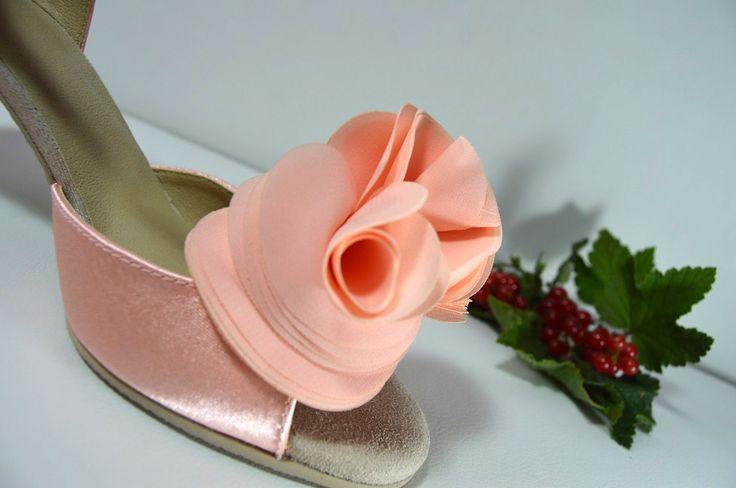 Meruňkové svatební boty. Lososové svadobné topánky. svatební boty, svatební obuv, svadobné topánky, svadobná obuv, obuv na mieru, topánky podľa vlastného návrhu, pohodlné svatební boty, svatební lodičky, svatební boty na nízkém podpatku, nude boty, boty v telové barvě, svatební boty na nízkém podpatku, balerínky, pohodlné svatební boty, topánky vo farbe nude, broskyňkové svadobné topánky