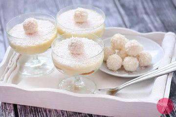 Deser Raffaello czyli prosty deser bez pieczenia, bez miksowania i długiego oczekiwania.   http://dorota.in/deser-raffaello/  #przepis #kuchnia #raffaello #deser #swieta #christmas #xmas