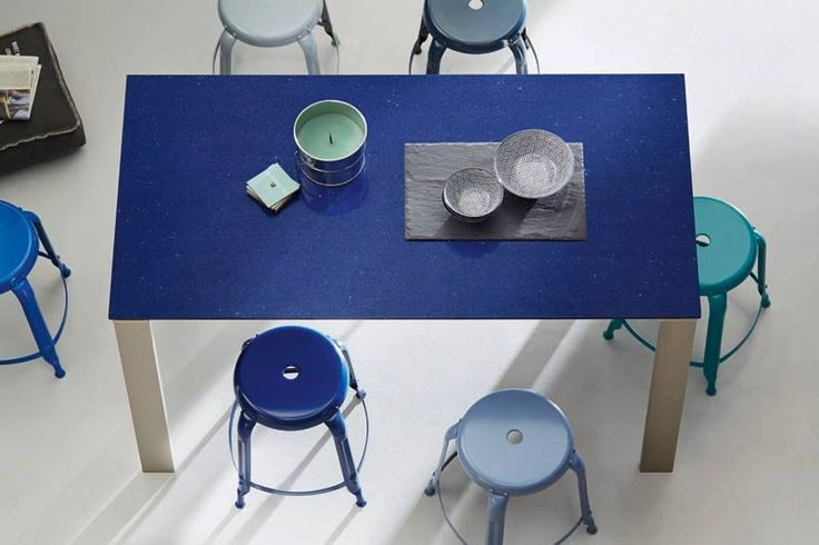 Blue and blue! Mixing diferent tons of blue will give your living space a fresh and mediteranean air. With Silestone Marina Stellar you can create this look in your own kitchen.