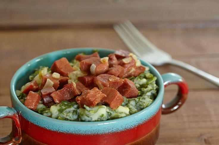 Ook als vegan kun je gewoon stamppot met spekjes blijven eten, maar dan wel plantaardige 'bacon' uiteraard. De baconblokjes van de Vegetarische Slager bijvoorbeeld (o.a. verkrijgbaar bij Jumbo).