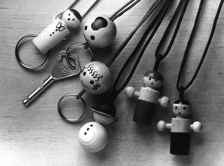 Aarikka keychains and wooden jewellery - avainlapsi, erkki ja elina, lumiukko ja piccolo