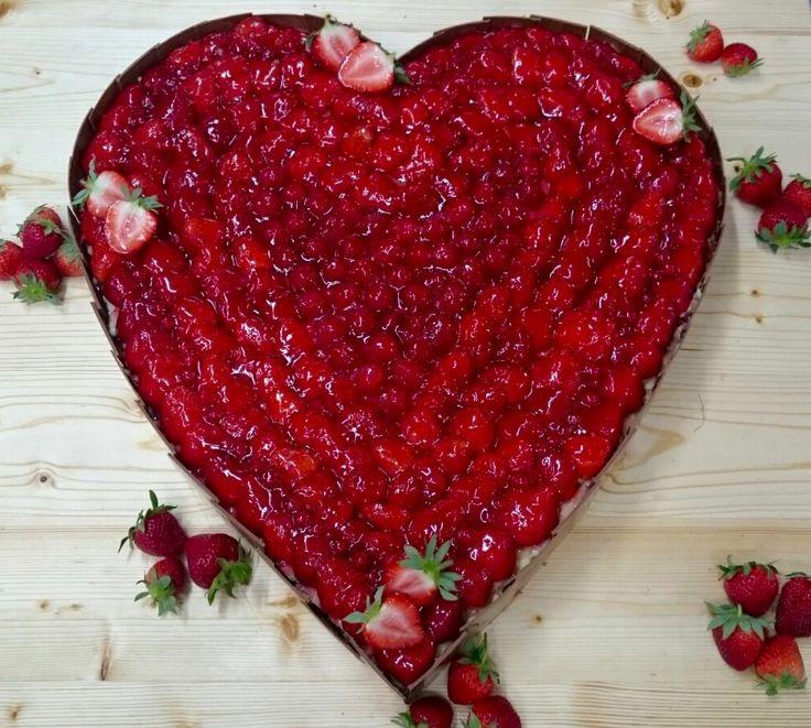 Fruchtig! Beerig! Herzig! Diese fruchtige Hochzeitstorte in Herzform ...