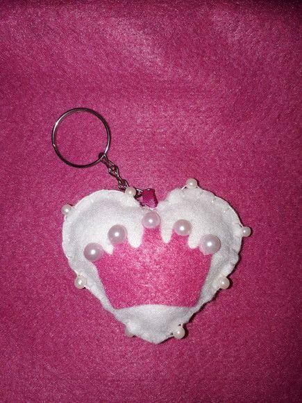 ff48faa6b5 Compre Lembrancinha chá de bebê chaveiro coração coroa em feltro no Elo7  por R  3