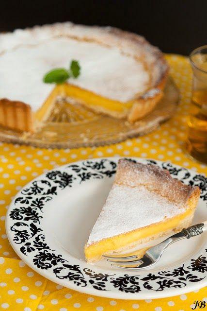 Ingrediënten voor het fonceerdeeg: - 125 g boter - 125 g witte basterdsuiker - 3 g zout - ½ ei - 1 el (15 g water) - 250 g bloem - 5 g bakpoeder Voor de citroentaart: - 250 g fonceerdeeg - 3 eieren -
