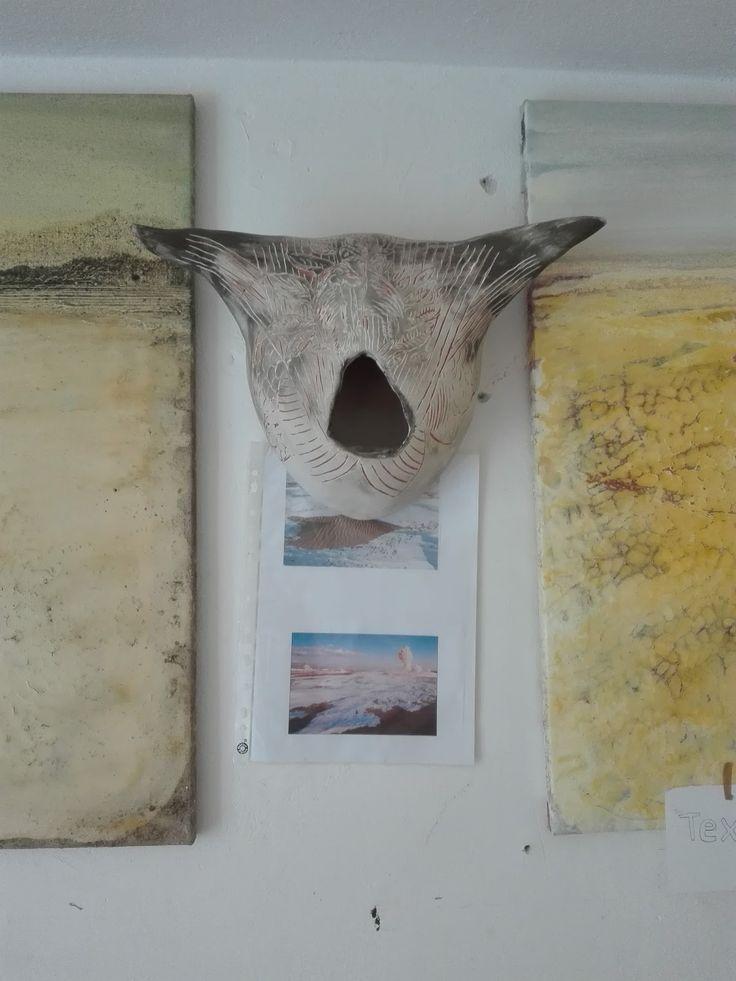art bildhauerei ceramic elena armellini graffito installazione Powerful headdress sgraffito venezia