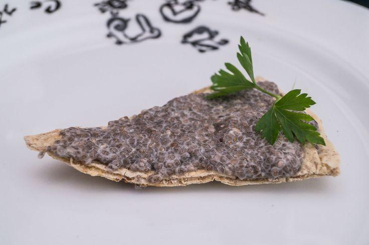 Salată de icre din seminţe chia. www.paradisulverde.com www.biofair.ro