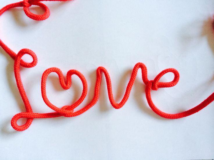 ネット検索したら出てきた、赤い糸♥︎すごい簡単!不器用な私でもできたー(ฅ'ω'ฅ)