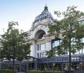 Hilton Antwerp Old Town  Description: Hilton Antwerp Old Town vertegenwoordigt tijdloze elegantie in het historisch stadscentrum en is ideaal gelegen aan de charmante Groenplaats op enkele stappen van de mooiste designerboetieks belangrijkste musea en pittoreske straatjes. Hilton Antwerp Old Town is gehuisvest in een prachtig gerestaureerd 19de eeuws pand en is een waar stijlicoon die een haven van rust biedt in het hart van een bruisende metropool. De combinatie van klassieke charme en…