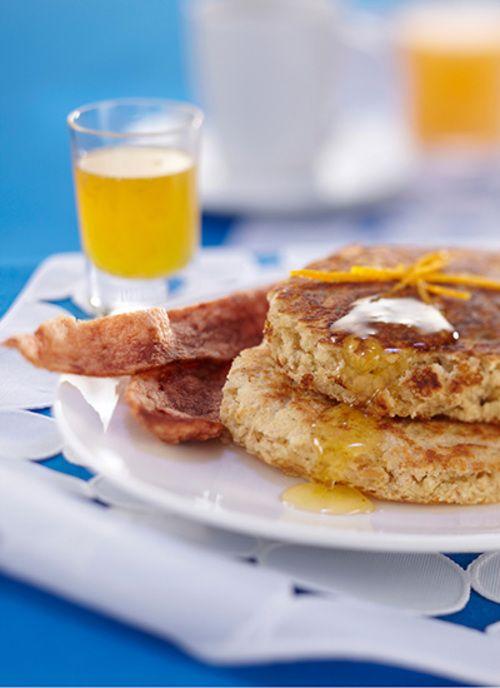 Pancakes de avena con miel de naranja Chef: Juanita Umaña Este plato es ideal para un desayuno en familia o con amigos. Acompáñelo con frutas frescas y yogur.