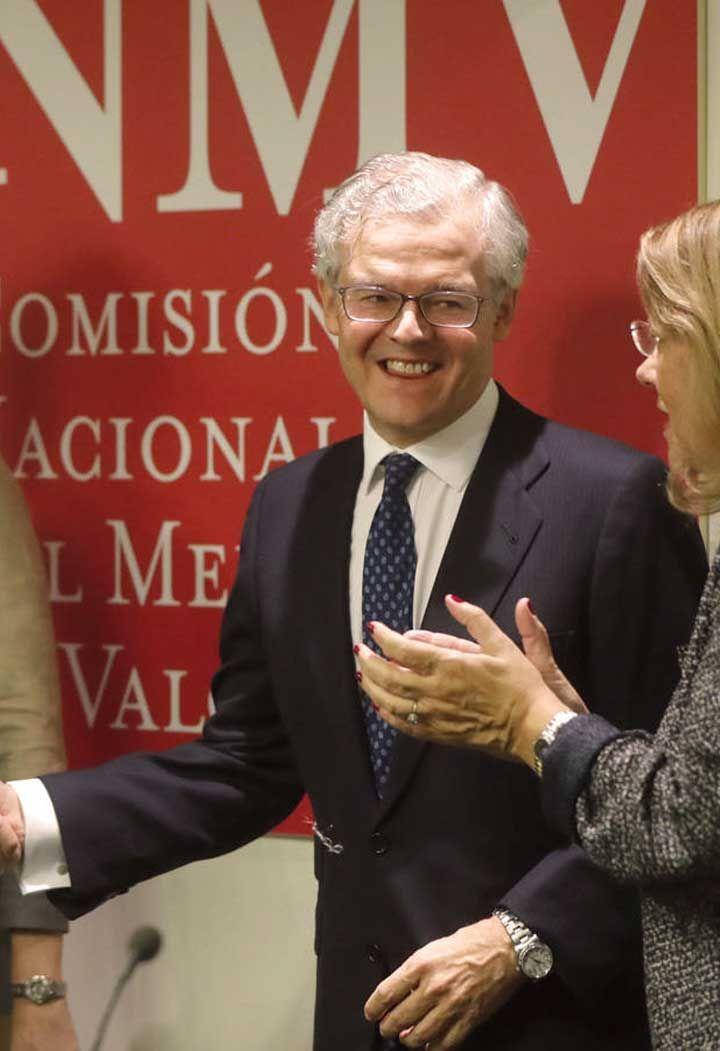 Las firmas de Bolsa ganaron un 15% menos en los nueve primeros meses del año  Las empresas de servicios de inversión que prestan servicios en España ganaron 126,1 millones de euros hasta septiembre, un 15,2% menos que en el mismo periodo del año anterior, en el que obtuvieron 148,7 millones.  Según las estadísticas sobre empresas de servicios de inversión (ESI), que publica la Comisión Nacional del Mercado de Valores (CNMV), las sociedades de valores ganaron en los nueve primeros meses…