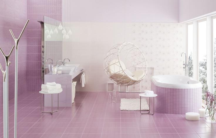 A może delikatnie i pastelowo? Monochromatyczny jasny wrzos - płytki Opoczno #bathroom #design #interior #amazing #bath #water #sophisticated #beautiful #glamour